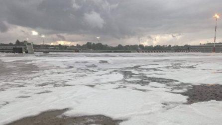 Milano, forte grandinata sulla città: due centimetri di ghiaccio ricoprono le piste di Malpensa