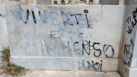 La Fontana del Sebeto sfregiata dai napoletani: scritte sui marmi e vandalismi