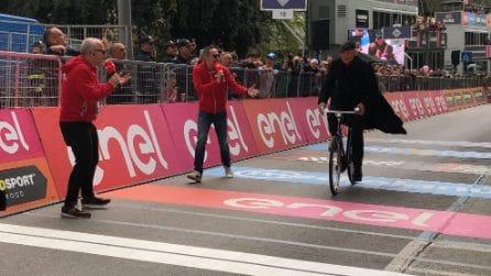 Le foto di Don Matteo al Giro D'Italia 2019