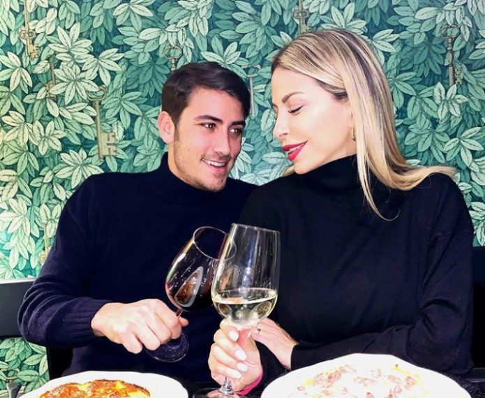 L'ex Amici in una foto col suo compagno, Carlo Negri, casertano.