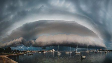 Zagabria, l'enorme nuvola mette paura e anticipa un violento temporale