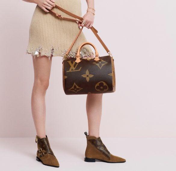 5dbb5e05e1 Louis Vuitton, la collezione di accessori con il logo extra large