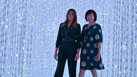 Melania Trump con la tuta-pigiama in visita a Tokyo
