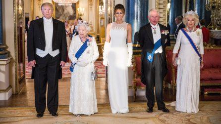 Da Melania alla regina, tutte in bianco alla cena di gala per Trump