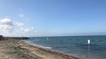 Spiagge scomparse, il geotubo è incompleto: spuntano cartelli dal mar Tirreno
