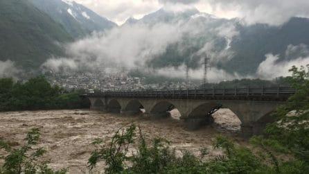Maltempo, paura in Valtellina: statale dello Spluga chiusa per esondazioni