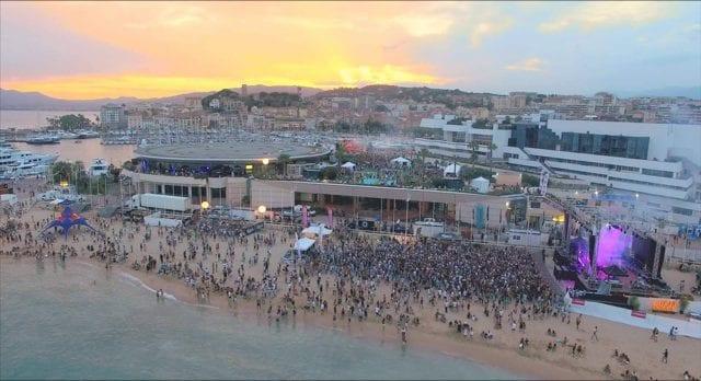 Uno dei festival sulla spiaggia più grandi d'Europa è Les Plages Electroniques che per il 2019 torna al Palais des Festivals di Cannes. Questo famoso raduno francese si svolge per tre giorni, dal 9 all'11 agosto, sulla spiaggia, sulla terrazza, sulla Croisette e sulla Rotonde di Cannes con un palco spettacolare vista mare e artisti del calibro diMaceo Plex, Mr Oizo, Maya Jane Coles, Eagles & Butterflies e altri. Quest'anno per la prima volta il festival si svolgerà in mare aperto