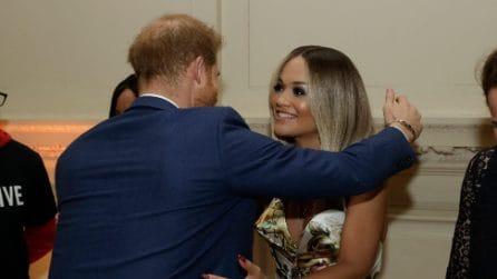 L'incontro tra Rita Ora e il principe Harry