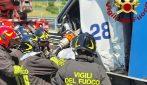 Scontro fra tir in A4: camionista incastrato liberto dai pompieri