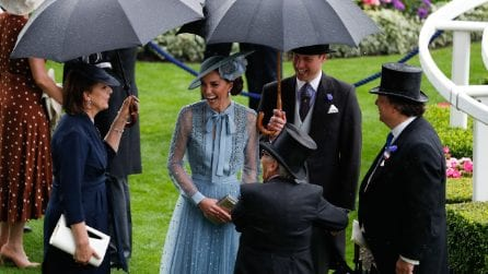 Kate Middleton con l'abito azzurro al Royal Ascot