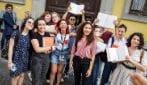 Ansia, concentrazione e sorrisi: la prima prova della maturità nei licei di Milano