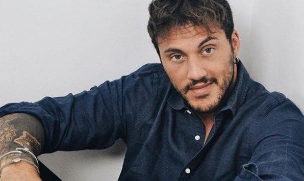 """Nato a Valenza, lavora nella gioielleria di famiglia ma è diventato popolare grazie a Uomini e Donne: è la """"non scelta"""" di Giulia Cavaglià"""