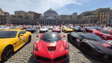Napoli, in piazza Plebiscito decine di Ferrari fiammanti