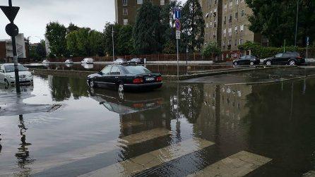 Nubifragio a Milano, esonda il fiume Seveso: le immagini delle strade allagate
