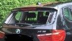 Chicchi di grandine come proiettili: i pezzi di ghiaccio distruggono auto e finestre a Modena