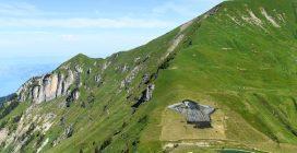 Un disegno sulla montagna: Saype è l'artista che dipinge prati e montagne