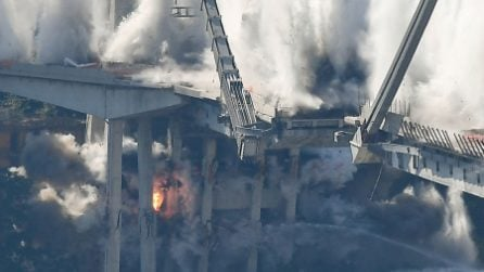 Ponte Morandi Genova, le foto della demolizione