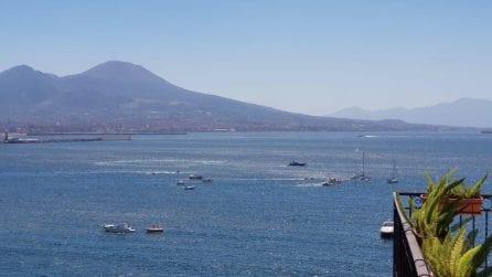 Napoli, la partenza della flotta napoletana: poche barche alla partenza