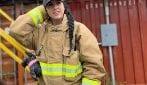 Lavora come vigile del fuoco: ma quando finisce il suo turno diventa una modella super sexy