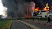 Brendola, enorme incendio in fabbrica di vernici: pericolo ambientale