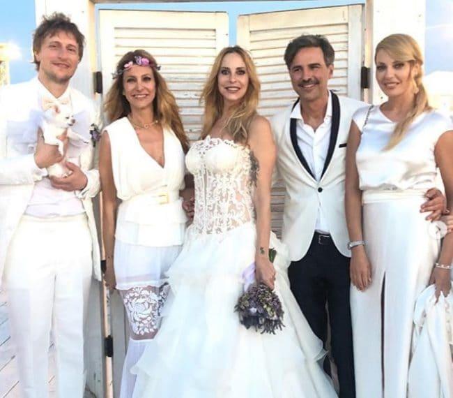 Gli sposi con Adriana Volpe, Beppe Convertini e Manila Nazzaro