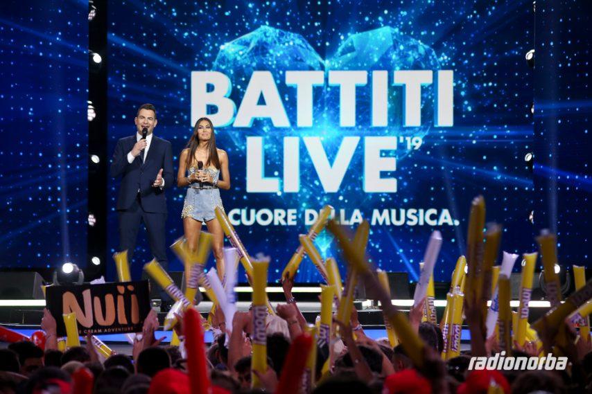 Elisabetta Gregoraci a Battiti Live: i look delledizione 2020