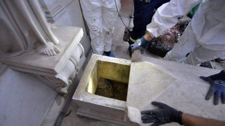 Emanuela Orlandi, le foto dell'apertura delle tombe al cimitero Teutonico