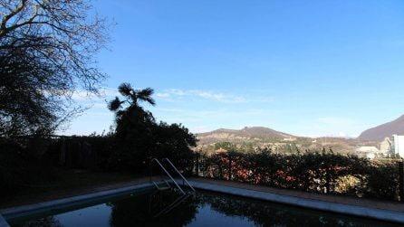 Gemonio, in vendita la villa di Umberto Bossi: quattro piani, vista panoramica e piscina