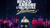 Renzo Arbore conquista l'Arena Flegrea: in 4 mila per ascoltare lo showman