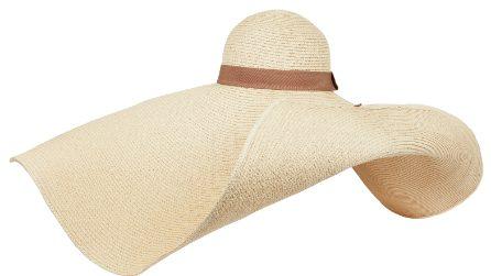 Cappelli di paglia maxi, l'accessorio più chic per la spiaggia