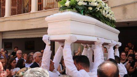 """Vittoria, i funerali di Alessio, falciato da un Suv col cuginetto: """"Chiedo giustizia"""""""