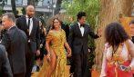 """Beyoncé e il maxi spacco alla prima de """"Il Re Leone"""" a Londra"""