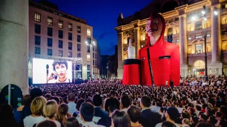 Su Netflix disponibile la 3 stagione de La Casa di Carta: a Milano l'anteprima in piazza Affari
