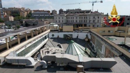 Trieste, crolla intero tetto di una piscina: evitata la tragedia
