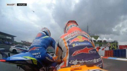 Marquez in pole a Brno, scintille con Rins