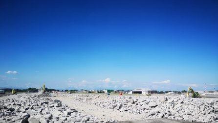 Demolita la pista di 2,4 chilometri dell'aeroporto di Linate: al via il rifacimento