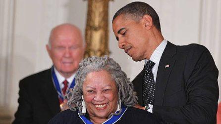 Toni Morrison, le più belle immagini della prima scrittrice afroamericana a vincere il Nobel
