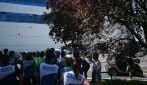 Tor Vergata, incendio nel campo rom La Barbuta: evacuato Decathlon, le immagini
