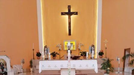 """I funerali della neonata trovata morta nel Tevere: """"Addio piccolo angelo, non ti dimenticheremo"""""""