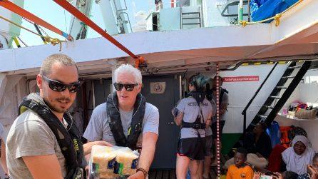 Lampedusa, Richard Gere a bordo della nave di Open Arms tra i 121 migranti
