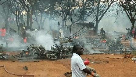 Tanzania, autocisterna esplode: almeno 60 morti carbonizzati