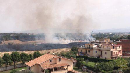 Roma, incendio a Tor Tre Teste: in fiamme il parco