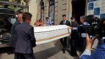 Morte Nadia Toffa, l'arrivo della bara alla camera ardente a Brescia