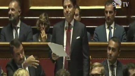 Crisi di Governo, le smorfie e i gesti di Salvini durante il discorso di Conte