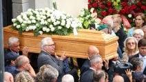 Addio a Felice Gimondi, folla ai funerali: a Paladina amici, campioni e tifosi in bicicletta