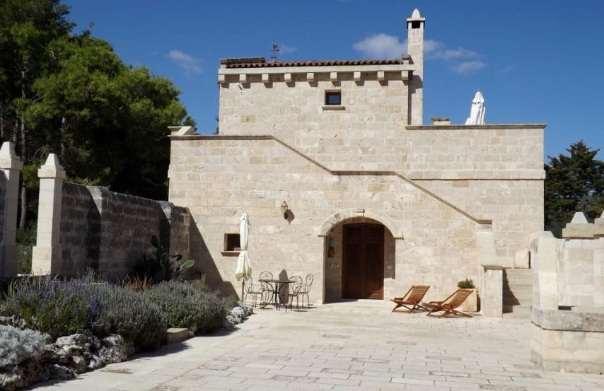 A Masseria Caliani vi aspetta uno splendido appartamento con due camere da letto impreziosite dal tipico tetto in pietra leccese a stella, affacciato sulla corte della masseria.