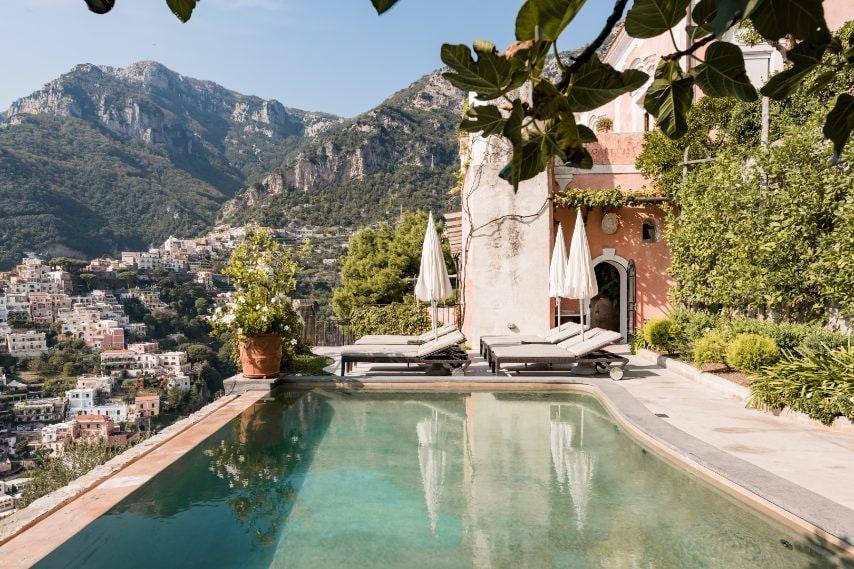 Una villa dal fascino barocco: Villa Vicere è la soluzione perfetta per i viaggiatori alla ricerca di un ritiro mediterraneo con un tocco vintage. Può ospitare fino a 24 viaggiatori.
