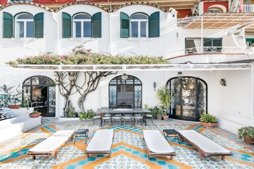 Questa villa si trova nel cuore di Positano e può accogliere fino a 8 ospiti. Dalle sue ampie terrazze si può ammirare la chiesta dorata del centro storico e rilassarsi all'ombra delle bouganville in fiore.