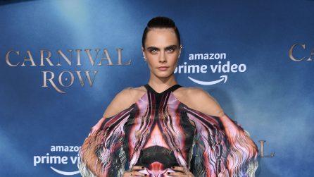 Cara Delevingne in versione optical (e con le trasparenze sexy)