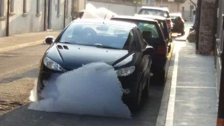 Una strana schiuma invade le strade del paese: a Porzano di Leno bolle alte più di un metro